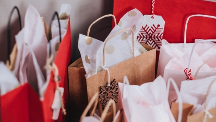 How To Put Tissue Paper in a Gift Bag – Super Stylish Tips